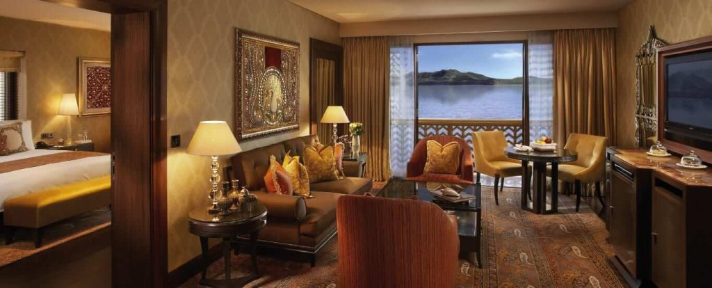 luxury-suite-sitting-room